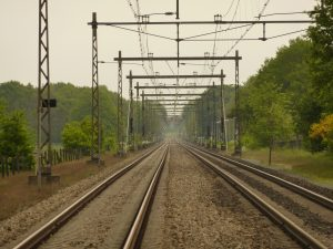 train-1053644_1920