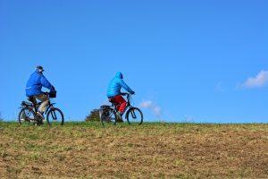 cyclists-1768046_1920