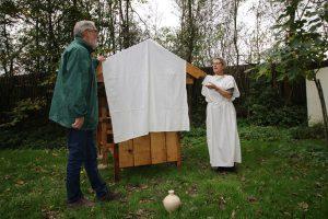 Opening door Hannie en Peter gesloten doek klein formaat (002) Jan vd Kooij